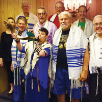 Sunday morning minyanaires joined Rabbi Shelley Kniaz of Temple Emanuel of the Pascack Valley in Woodcliff Lake as she blew the shofar. (Courtesy TEPV)