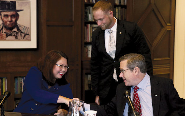 Rep. Tammy Duckworth and Sen. Mark Kirk shake hands after their debate at the Chicago Tribune in early October. (Nancy Stone/Chicago Tribune/TNS via Getty Images)