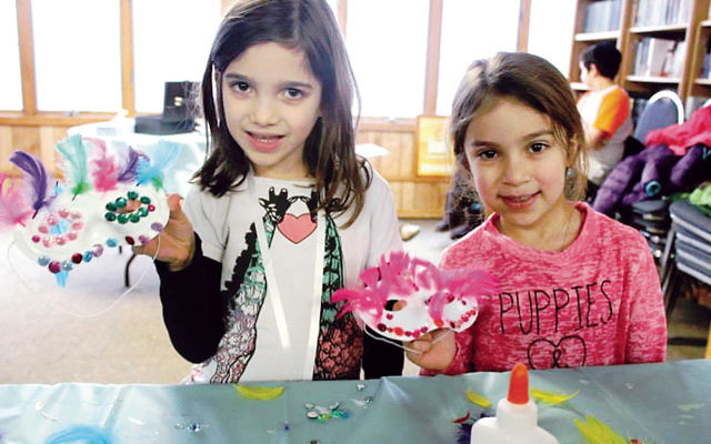 Children at a previous Chabad arts and crafts event. (Valley Chabad)