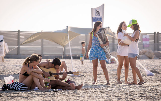 Israelis play on the beach in Tel Aviv. (Nati Shohat/Flash90)