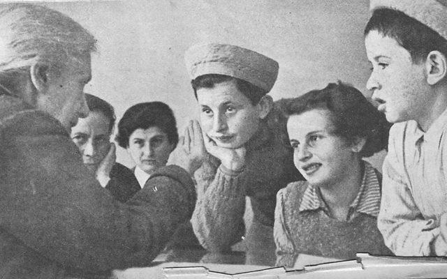 Hadassah founder Henrietta Szold meets with Tehran Children in Israel in February 1943. ( Jewish Agency for Israel)