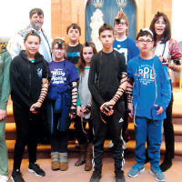 Sixth and seventh graders at Shomrei Torah in Wayne participated in the World Wide Wrap, a celebration of the mitzvah of wrapping tefillin. (Courtesy Shomrei Torah)
