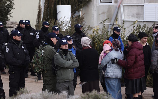 Israeli security forces gathering ahead of the evacuation of the Amona outpost, Feb. 1, 2017. (Miriam Alster/Flash90)