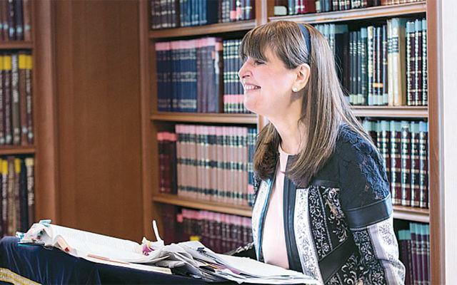 Rachel Friedman teaches a class at Lamdeinu.