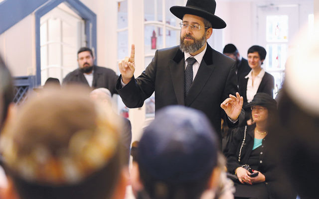 David Lau, Israel's Ashkenazi chief rabbi, talks to children about Kristallnacht at the Or Avner Jewish school in Berlin on November 8, 2013. (Sean Gallup/Getty Images)