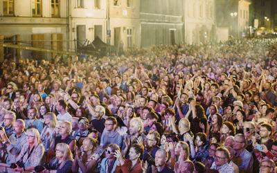The scene at Shalom on Seroka Street, the free concert after Shabbat at the festival. (Michal Ramuz/Krakow Jewish Culture Festival)