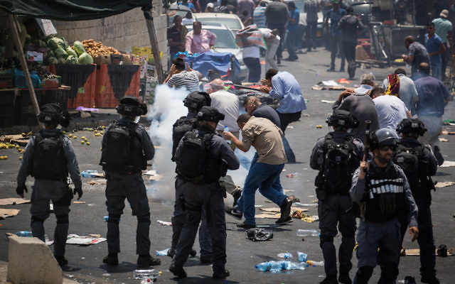 Clashes erupt between Israeli police and Palestinians in the East Jerusalem neighborhood of Ras el Amud, outside Jerusalem's Old City,  following  Friday prayers on July 21, 2017. Israeli police left the newly put metal detectors in place by the entrances to Jerusalem's Temple Mount, despite  Muslim leaders' calls for mass protests against the new security arrangements. Photo by Hadas Parush/FLASH90