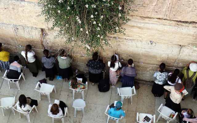 Jewish women praying at the women's section of the Western Wall in Jerusalem, May 16, 2017 (Thomas Coex/AFP/Getty Images)