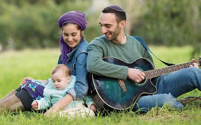 Nina Medved, Yoni Tokayer, and their daughter, Ashira.