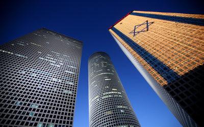 The Azrieli Towers standing over Tel Aviv in 2010. (Moshe Shai/Flash90)