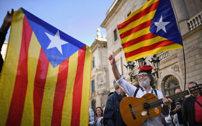Independence supporters gather outside the Palau Catalan Regional Government Building in Barcelona, Oct. 30, 2017. (Jeff J Mitchell/Getty Images)