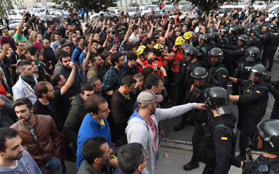 Crowds confronting police in Sant Julia de Ramis, Spain, Oct. 1, 2017. (David Ramos/Getty Images)