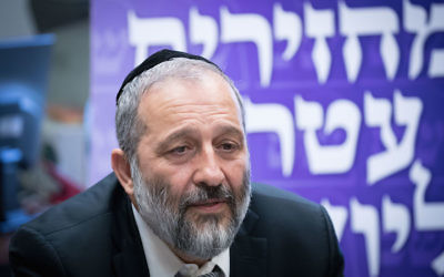 Aryeh Deri leading a meeting at the Knesset in Jerusalem, June 26, 2017. (Yonatan Sindel/Flash90)