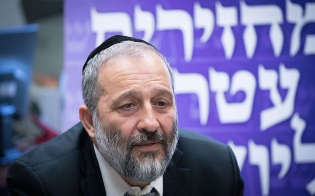 Aryeh Deri leading a meeting at the Knesset in Jerusalem, June 26, 2017. (Yonatan Sindel/Flash90)