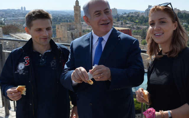 Israeli Prime Minister Benjamin Netanyahu, center, with Ioana Isac, right, and her partner, Mihai Georgescu, who visited Israel from Romania, at the King David Tower Museum, Nov. 7, 2017. (Kobi Gideon/GPO)