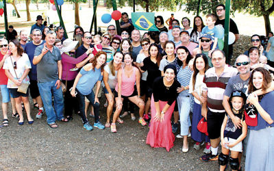 At a picnic at Ra'anana Park last month, Brazilian Israelis celebrate the first anniversary of Kehila Yalla Chaverim. (Samuel Gabbay)