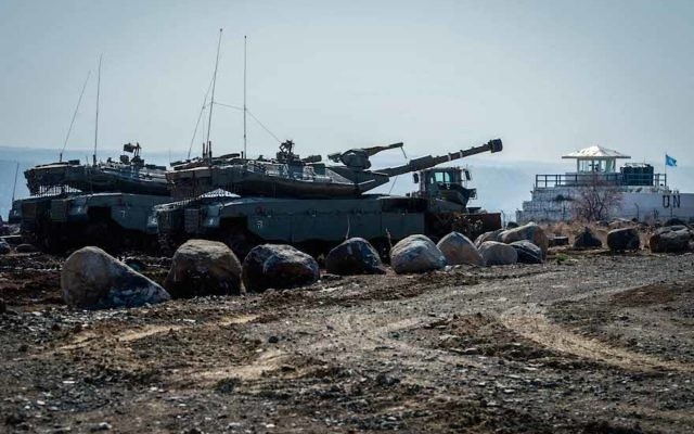 Israeli tanks at the Israel-Syria border on the Golan Heights, Nov. 27, 2016. (Basel Awidat/Flash90)