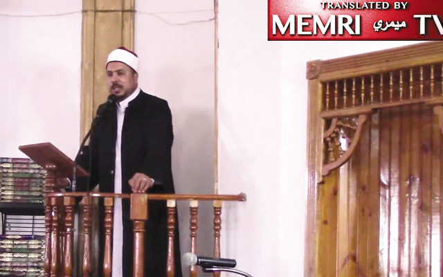 Sheikh Aymen Elkasaby gives a sermon at the Islamic Center in Jersey City. (MEMRI)