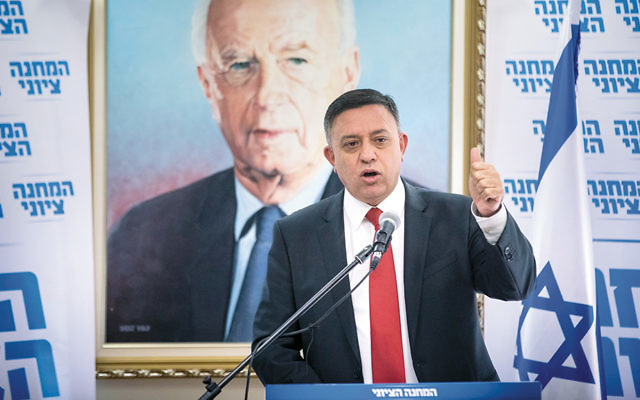 Labor Party leader Avi Gabbay leads a meeting at the Israeli parliament on Nov. 20, 2017. (Yonatan Sindel/Flash90)