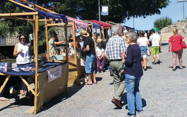 Visitors browse in the annual kosher market in Belmonte, Portugal. Sept. 17, 2017. (Courtesy of Jornal de Belmonte)