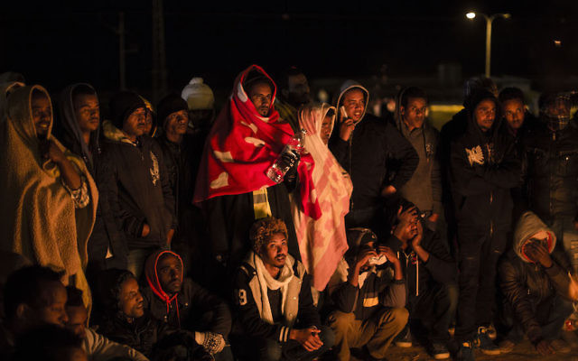 African migrants protesting outside the Holot detention center in the southern Negev desert, Feb, 18, 2014. (Ilia Yefimovich/Getty Images)