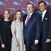 From left, SInai School's managing director, Sam Fishman; its chief development officer, Esti Herman; honorees Drs. Perla and Gerardo Yablonovich; its vice president Danny Federbush; and its dean, Rabbi Dr. Yisrael Rothwachs.