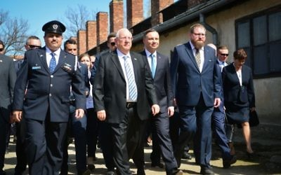 Israeli President Reuven Rivlin, second from left, and Polish President Andrzej Duda, second from right, lead the 30th March of the Living, April 12, 2018. (Yossi Zeliger/Flash90)