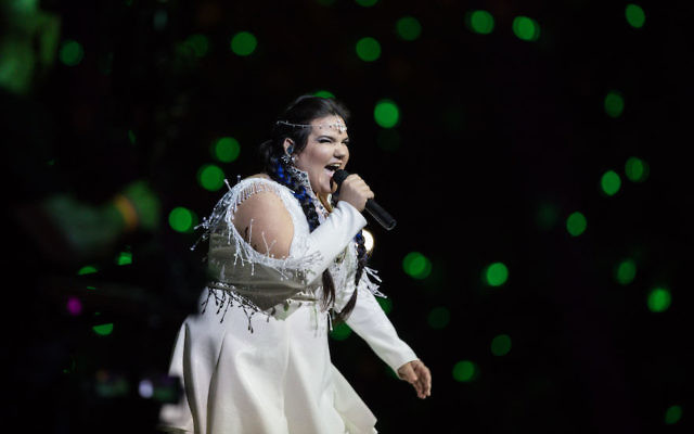 Israel's Eurovision representative, singer Netta Barzilai, performing at Israel's Independence Day ceremony at Mount Herzl in Jerusalem, April 18, 2018. (Hadas Parush/Flash90)
