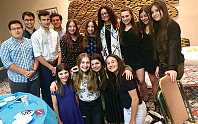 Temple Beth Tikvah teens at an oneg Shabbat featuring DoNotHate. (Courtesy Temple Beth Tikvah)