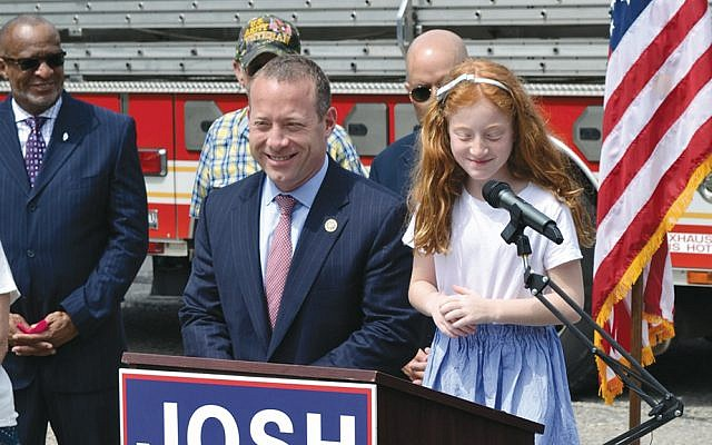 Josh Gottheimer campaigns with his daughter, Ellie Gottheimer.