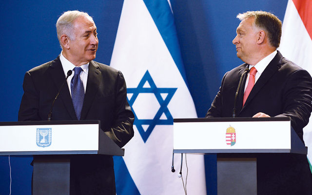Israeli Prime Minister Benjamin Netanyahu, left, and his Hungarian counterpart Viktor Orban, hold a joint news conference at the Parliament building in Budapest on July 18, 2017. (Haim Zach/Israeli Government Press Office)