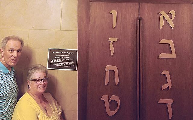 Barry Cohen and Cheryl Nowack with plaque and Ner Tamid (eternal light). (Photos courtesy TBS)