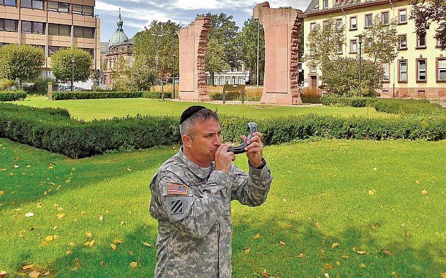 Koshertroops seeks volunteers to gift and write U S  soldiers   The