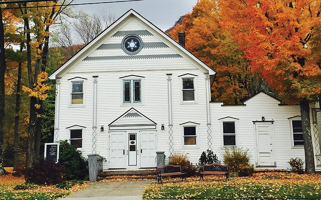 The Hunter Synagogue, also known as Congregation Kol Yisroyal Anshei Hunter, is listed on the National Register of Historic Places.