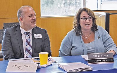 Jason Shames, Jewish Federation CEO, joins Bergen County Freeholder Tracey Zur at the legislative advocacy meeting. (Courtesy JFNNJ)