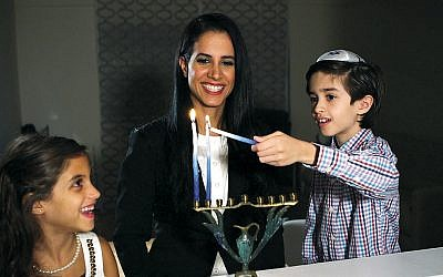 Inbar Algov Kaplan and children, Daniella and Jonathan (David Anton Productions)