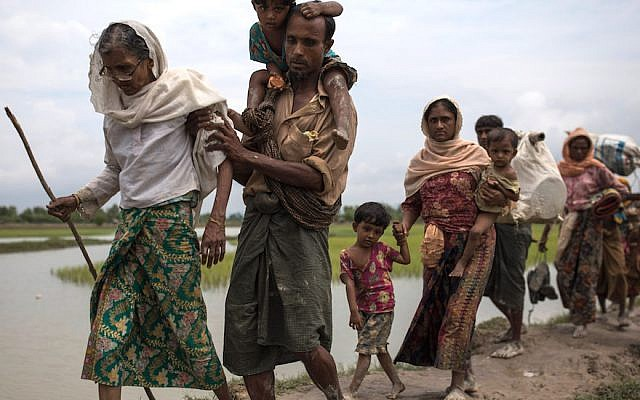 Rohingya Muslim refugees making their way into Bangladesh from Myanmar in Whaikhyang, Bangladesh, Sept. 7, 2017. (Dan Kitwood/Getty Images)