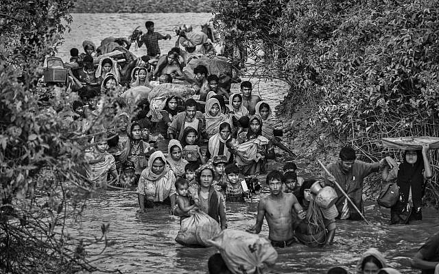 Rohingya Muslim refugees crowd a canal as they flee over the border from Myanmar into Bangladesh, Nov. 1, 2017. (Kevin Frayer/Getty Images)