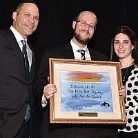 Avi Vogel, Sinai's president, presents an award to honorees Rabbi Michael and Ayelet Hoenig.
