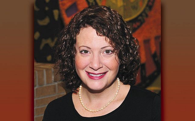 Cantor Ellen Tilem (Barbara Balkin)