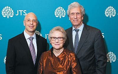Elisha Wiesel, CIO of Goldman Sachs; Abby Joseph Cohen, JTS board chair emerita, and Arnold Eisen, JTS chancellor. (Ellen Dubin Photography)