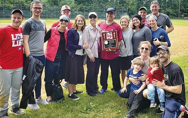 The extended Gellis family gathers to honor the memory of Harold Gellis. (Photos provided)