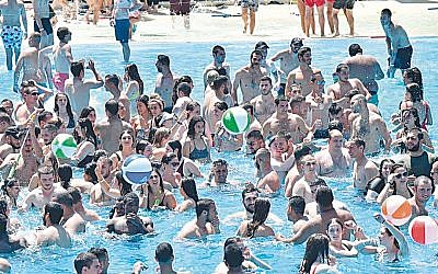 "IDF lone soldiers enjoy FIDF ""Fun Day"" at the Israeli water park. (Click Photography)"