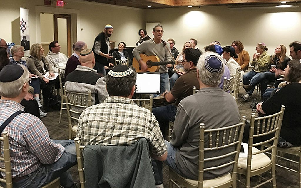 Hazzan Michael Kasper leads a commnual sing at the Academy for Jewish Religion. ALL PHOTOS COURTESY AJR