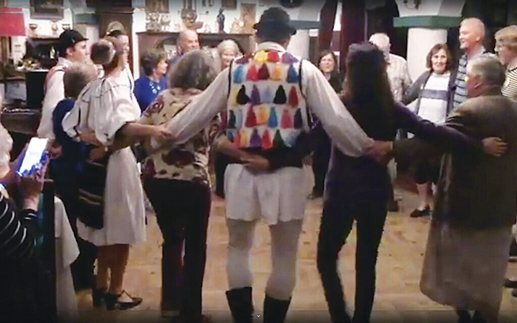 Romanians and visitors danced together in a restaurant.