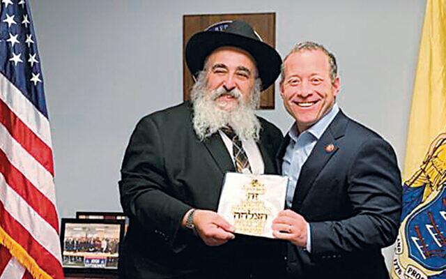 Rabbi Kanelsky presents a plaque  to Congressman Josh Gottheimer. (Courtesy Bris Avrohom)