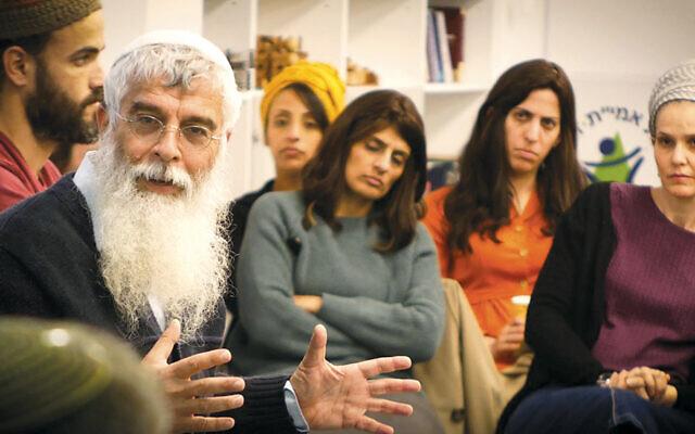 Rabbi Dov Singer leads a workshop for prayer facilitators.