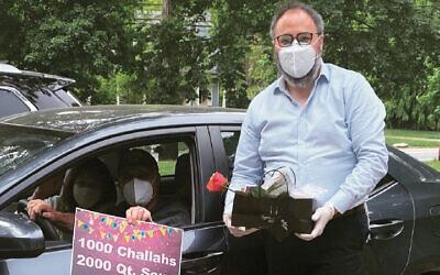 Rabbi Chanoch Kaplan brings a Shabbat bag curbside. (Courtesy Chabad)