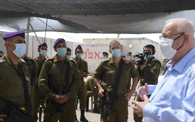 President Reuven Rivlin meets with soldiers of the Givati Brigade's Tomer Company serving on the border with Gaza, Sept. 16, 2020. (Mark Neyman/GPO)