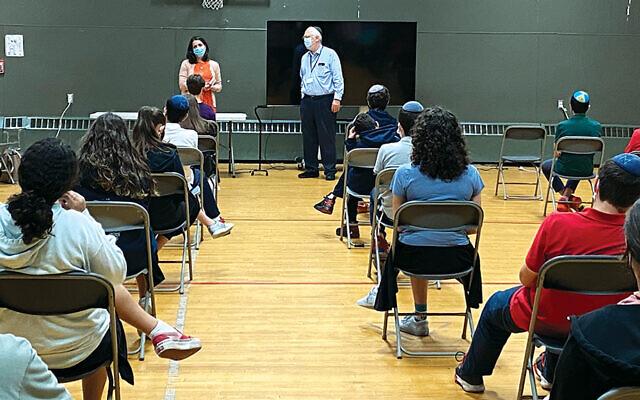 Amy Glazer and Rabbi Saul Zucker talk to the eight-grade class at Ben Porat Yoself.